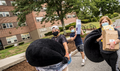 Students and parents move in safely to residence halls